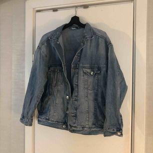 Snygg oversize jeansjacka  Frakt 50 kr