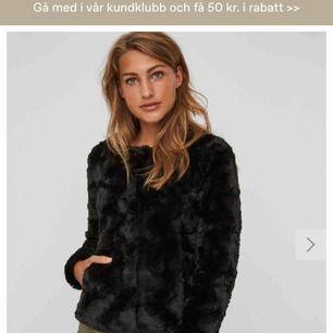 Säljes en vero Moda höst jacka, köpt för 399kr och använd EN gång. I princip helt ny.