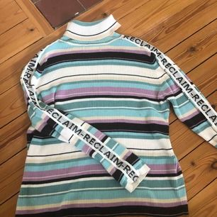 Skit snygg tröja från beyond retro. Sparsamt använd, bra skick. Skriv för mer info. Köparen står för frakten
