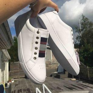 SPROJLANS NYA Tommy Hilfiger skor, endast provade! Pris kan diskuteras vid snabb affär🌸💖🌟