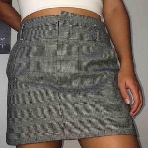 jättefin kjol från zara i väldigt bra skick. frakt 55 kr