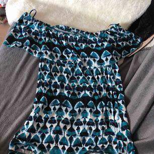 Fin off shoulder tröja från Gina Tricot. Storlek XS men passar även en S. Säljes pg av knappt använd