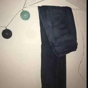 Supernajs jeans från G-star som tyvärr är för små