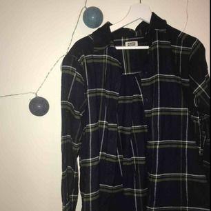 Ball skjorta från weekday i bomull, oversized!