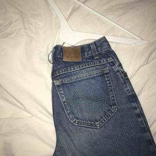Svincoola lee-jeans! Typ helt oanvända pga alldeles för långa dessvärre:(