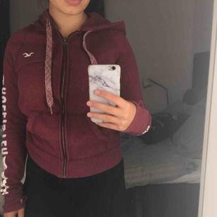 Hollister hoodie, använd fåtal gånger Nypris 599kr