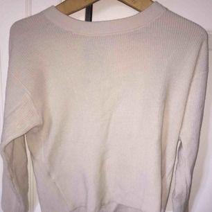 Fin tröja från mango med detalj i ryggen, storlek S