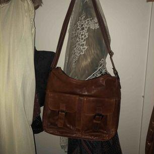 Helt oanvänd väska i äkta läder från casal.  Skick: 10/10  Fraktar eller möts upp i centrala Stockholm