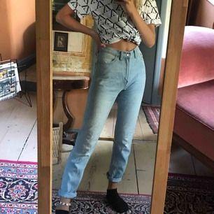 Jeans från Bikbok, nästan aldrig använda. Är i XS, men ganska stora i storlek, så passar även en mindre S. Säljer för 200 kronor + fraktkostnad