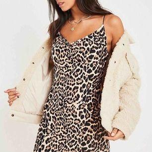 Leopard V ringad klänning  Bild på får ni om ni frågar om det 💋 Oanvänd med prislappar