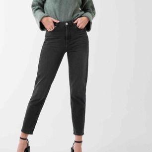 svarta mom jeans från Gina tricot! inte använda så mycket, köpte dom för 499 kr💕