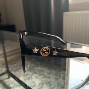 Helt nya svarta Gucci solglasögon, använda 1 gång.