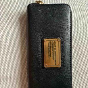 Ganska ny Marc Jacobs plånbok. Väldigt fin & fräsch.
