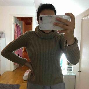 beige/brun stickad tröja, aldrig använd