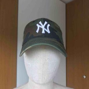 Camo New Era New York Yankees keps. One Size + justering där bak. Knappt använd.