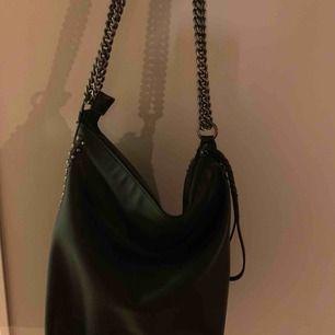 Ny väska från zara. Använd 3 gånger.