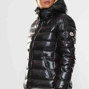 Inköpt november 2018, använd en vinter. Den är så gott som ny!!  Modell: Bady Storlek: S Nypris: 9099 Kr Mitt pris: 5000 kr  Priset kan diskuteras!! Så kom med bud