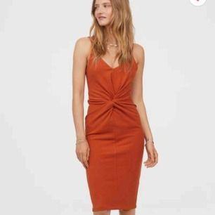 Ny klänning från hm, tags sitter kvar. Köparen står för frakt🌸