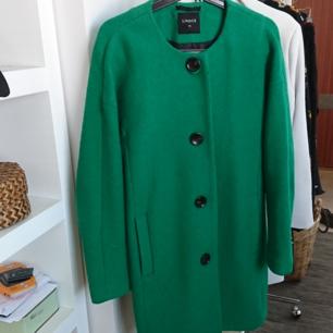 Väldigt snygg kappa från Lindex. Strl xs men passar mig bra som har s. 50 kr i frakt 💚
