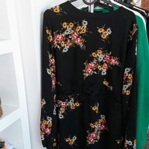 Superfin klänning, använd en gång på ett dop. Passr mig som har s/m. Strl 12 🌸 150 inkl frakt.