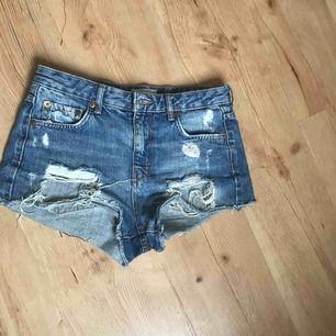 Ett par skitsnygga shorts som är köpta från Gina Tricot. Säljes pågrund av att de är för små för mig