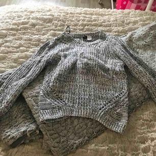 Stickad tröja från H&m  Knappt använd