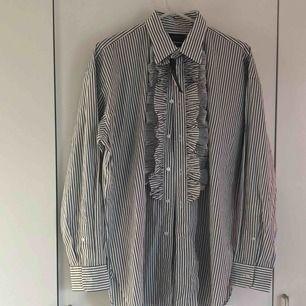 Helt ny ralph lauren skjorta !  Köptes på rådhuset i uppsala.