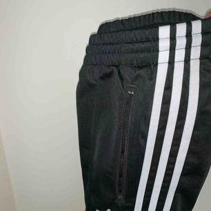 Adidas byxor (dam) Frakt: 59kr Bra skick
