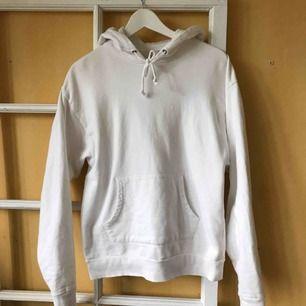 Vanlig vit hoodie, använd fåtal ggr🥰