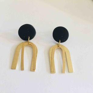 Handgjorda örhängen - frakt 9 kr ✨