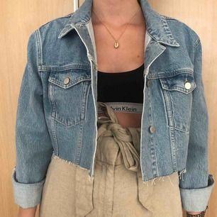 Jeansjacka från NAKD  Storlek 42 men funkar till mindre om man gillar oversized!  Aldrig använd.
