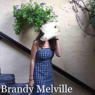 Min absoluta favoritklänning från Brandy Melville är för liten. Åh den är så fin! Passar XS/S. Pris diskuteras. Hör av dig vid frågor! 🌿