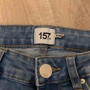 Skinny jeans från Lager157. Skonsamt använda jeans i fin ljusblå färg.  betalning via swish. frakt tillkommer.