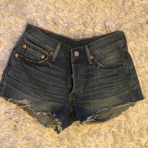 Levis 501 jeansshorts. Använda fåtal gånger, ordinarie pris 549 kr!