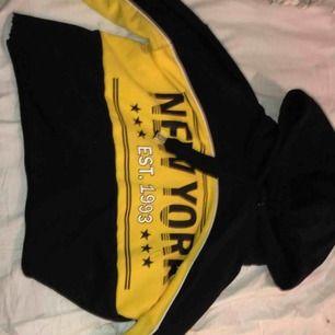 Egentligen en lång hoodie men klippt den själv, knappt använd