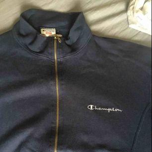 Skön och fin tröja från Champion. Köparen står för frakten.