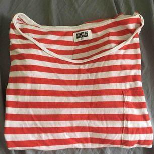 T-shirt från Weekday i fint skick! Köparen står för frakten.