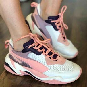 Puma sneakers i nyskick!  Använda 3-5 gånger så dom är så gott som nya!  Säljer pga att de inte kommer till användning!