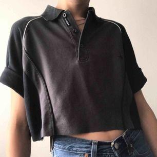 Så snygg vintage Arnold Palmer t-shirt som har en raw crop 👅 Jättecool t sommaren och hösten 🤞 Frakten ligger på 40kr 💓 LÄS SHOP POLICIES INNAN KÖP!