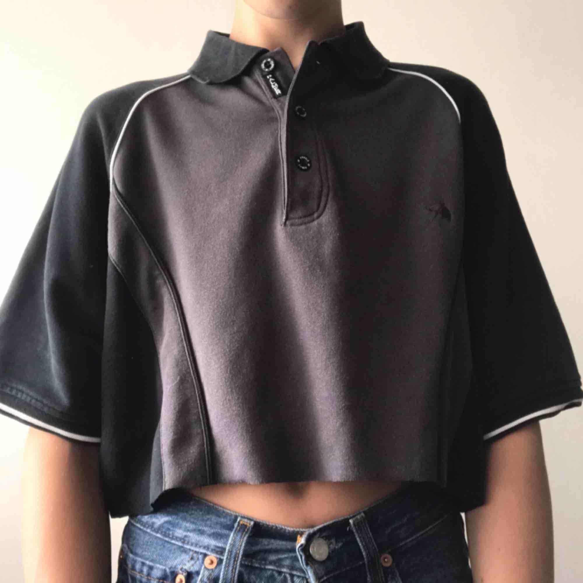 Så snygg vintage Arnold Palmer t-shirt som har en raw crop 👅 Jättecool t sommaren och hösten 🤞 Frakten ligger på 40kr 💓 LÄS SHOP POLICIES INNAN KÖP!. T-shirts.