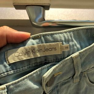 Superfin jeanskjol från Calvin Klein som knappt blivit använd. Kjolen är därför i mycket fint skick!🥰