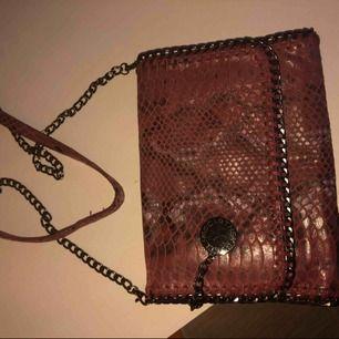 Stella McCartney snake print röd väska aldrig använd