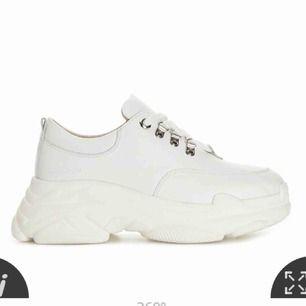 Sneakers från K.Cobler, i bra skick! Bilder lånade från Scoretts hemsida! Storlek 37-38