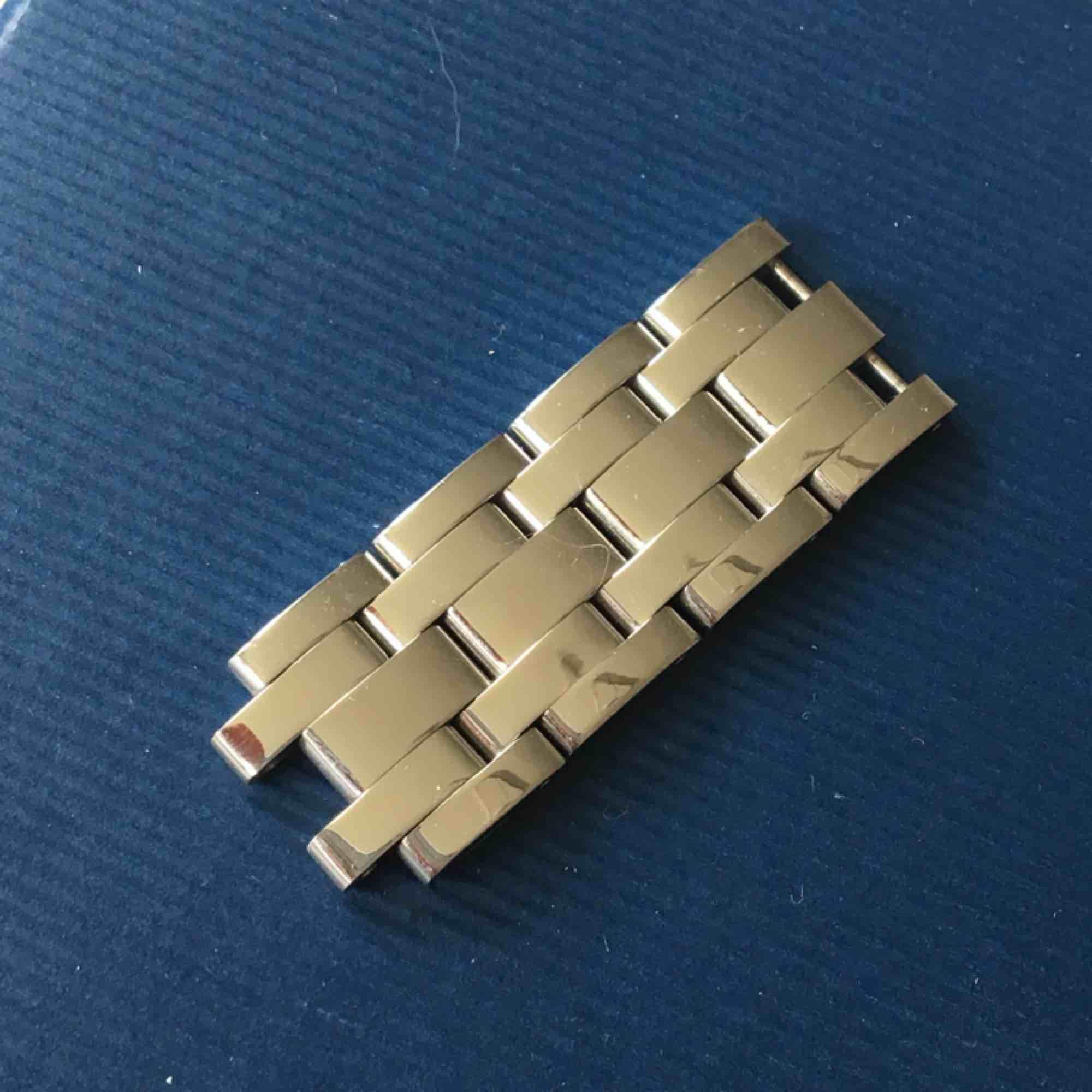 Klocka i FINT skick från gant säljes. Nypris 2700kr säljes för 900kr. Köparen står själv för frakten på 68kr (posten spårbart) . Accessoarer.