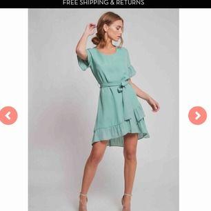 Jättefin, lite mörkare grön klänning. Frakt ingår i priset