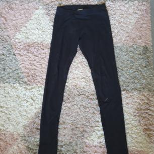 Vänliga svarta tights i bra kvalité. Kan hämtas i Umeå eller fraktas