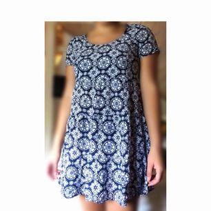 Jättefin blåvit klänning. Använd 1 gång. Storlek 34. 60kr inkl frakt.