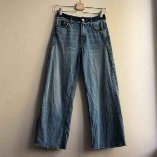 Feedesnygga culotte jeans med slits som tyvärr känns för små för mej:( frakt tillkommer
