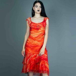Vintage 00s Y2K midi party dress in orange size S-M SIZE Label: L, fits best S-M  Model: 173/ S Measurements (flat): Front: ca 122 cm/ 48