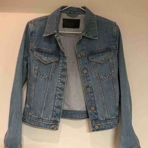 Snyggaste jeansjackan från Acne! Tyvärr för tighta armar för mig, men förhoppningsvis perfekt för någon annan 🙂
